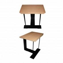 Deux petites tables ou tabourets