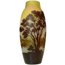 Grand vase d'Emile Gallé à décor de paysage lacustre. France 1900
