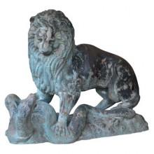 Grande sculpture en bronze des années 1950 d'après Antoine-Louis Barye