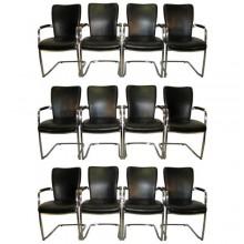 Ensemble de douze fauteuils époque 1980 en métal chromé recouverts de cuir souple noir